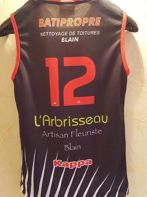 L'arrivée des maillots pour le club de Basket… Une participation active et sportive pour BATIPROPRE